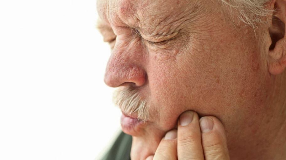 6 Signs of Poor Fitting Dentures